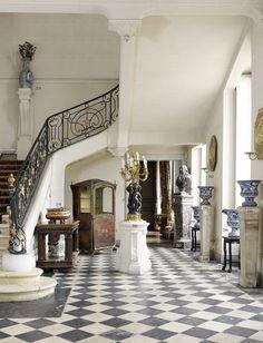 Dernière visite du château de Digoine : Situé en plein cœur du Charolais en Bourgogne du Sud, le château de Digoine est, parmi les châteaux français du 18ème siècle, l'un des plus charmants et attrayants. Entouré par un grand parc paysager de 35 hectares...