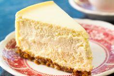 Cafelerde pahalı evde hesaplı: 3 malzemeli cheesecake Do you have a fabulous taste feast with only 3 ingredients? 3 Ingredient Cheesecake, Homemade Cheesecake, Best Vegan Cheese, Dairy Free Cheese, Sweet Recipes, Cake Recipes, Dessert Recipes, Healthy Recipes, Cheesecake Original