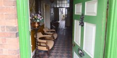 This English Farmhouse Is A 1940s Time Capsule