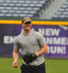 """dang it Craig Kimbrel...don't know if I can like you anymore...GET THAT UGLY MULLET """"A"""" OFF YOUR HEAD!! :( I hope Tim Hudson, an Auburn graduate, gives him HECK!!! :o)"""
