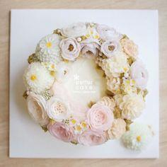 Done by students from Thailand (베러 심화클래스/Advanced class) www.better-cakes.com  #buttercream#cake#베이킹#baking#korea#like#버터크림케이크#베러케익#cupcake#flower#koreanfood #sweet#플라워케이크#foodporn#birthday#wedding#디저트#bettercake#dessert#버터크림플라워케이크#following#food#koreancake#beautiful#flowerstagram#instacake#컵케이크#꽃스타그램#베이킹클래스#instafood#