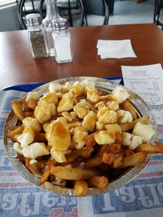 Restaurant chez Dan Saint-Luc (Québec) Poutine, Restaurant, Pretzel Bites, Saint, Bread, Food, Diner Restaurant, Essen, Breads