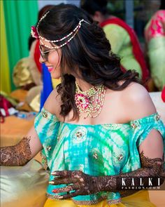 Looking for ideas for your mehndi decor & Mehndi photo shoot? Check out these swoon worthy new mehndi ideas from Kishwer Merchant's pretty daytime mehndi! Mehndi Ceremony, Haldi Ceremony, Wedding Vows, Wedding Bridesmaids, Dream Wedding, Mehndi Photo, Wedding Day Itinerary, Soap Wedding Favors, Mehendi Outfits