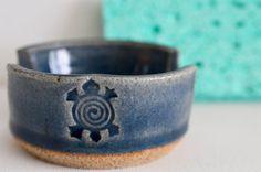 Porte-éponge en céramique bleu hawaïen Honu & par OceanRakuPottery