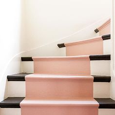 bluch on the stair I púder a lépcsőn Interior Architecture, Interior And Exterior, Interior Design, Dakota Johnson, Painted Stairs, Roomspiration, Up House, Carpet Stairs, Staircase Design