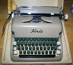 Vintage Forto Manual Typewriter Case Brushes 1960 Holland Made RARE