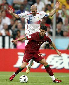 c ronaldo and zidane Soccer News, Sports Basketball, Football Soccer, Soccer Stars, Zinedine Zidane Real Madrid, Cristiano Ronaldo Juventus, Football Players Images, Soccer Players, Football Is Life