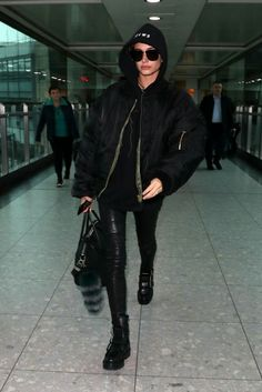 Hip Hop Fashion, Fashion 2020, Urban Fashion, Fashion News, Fashion Models, Models Style, Airport Fashion, Fashion Outfits, Wearing All Black