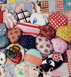 Handmade Gifts Ideas painted rocks -Read More – Pebble Painting, Pebble Art, Stone Painting, Rock Painting, Rock Crafts, Arts And Crafts, Diy Crafts, Hand Painted Rocks, Painted Stones