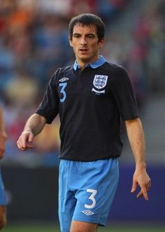 Napoli want Manchested United target Leighton Baines from Everton