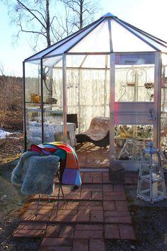Ruusunmekko garden's greenhouse 'Lataamo'