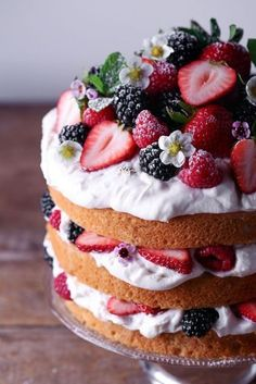 Lemon Layer Cake with Fresh Berries ~ Free of gluten, dairy, and refined sugar – Food – Kuchen Rezepte und Desserts Just Desserts, Delicious Desserts, Dessert Recipes, Yummy Food, Tasty, Layer Cake Recipes, Party Desserts, Angel Food Cake Desserts, Lemon Desserts