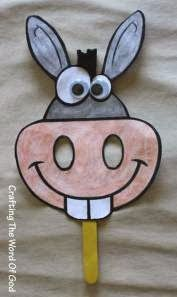 Donkey This craft will help the kiddos remember to always listen to what God says and not be as stubborn as Balaam. And like Balaam's donkey, to always speak up when it comes to standing up for Gods truth. Kids Crafts, Preschool Crafts, Easter Crafts, Arts And Crafts, Craft Kids, Donkey Mask, Sheep Mask, Shrek Donkey, Bible Story Crafts