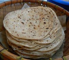 Chapatis are one of the most common forms in which wheat, the staple of northern south asia, is consumed. Chapati is a form of 'Roti or bread. African Chapati Recipe, Pan Hindu, Chapati Recipes, Indian Flat Bread, Roti Recipe, Singapore Food, Kamut, Pan Bread, Tasty Kitchen