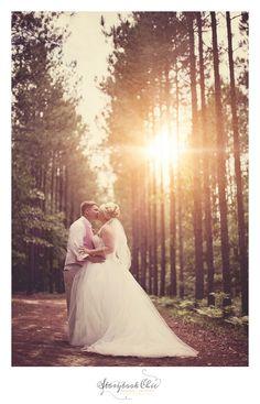 beautiful bride and groom photo shoot