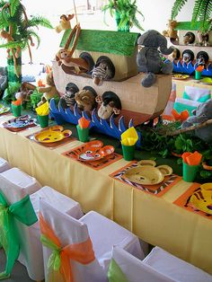 "love the zoopals plates. ""Noah's Ark"" Party by Treasures and Tiaras Kids Parties, via Flickr"