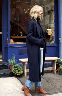 Mode Outfits, Fall Outfits, Navy Wool Coat, Navy Overcoat, Long Wool Coat, Camel Coat, Live In Jeans, Look Street Style, Langer Mantel