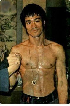 Bruce Lee Art, Bruce Lee Martial Arts, Ben Bruce, Eminem, Karate, Ufc, Bruce Lee Pictures, Bruce Lee Family, Brandon Lee