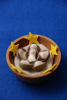 Advent - stars and little babies in shells.