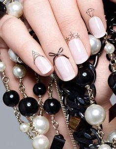Connaissez-vous le tatouage d'ongle, la nouvelle tendance manucure ? - Elle