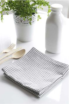 I'm not quite ready to go off the grid but I try to be eco in small ways, like turning off the faucet when washing dishes, keeping lights off in rooms I'm not using, and not using paper towels. Using cloth napkins is just one of those things that I'm hooked on.