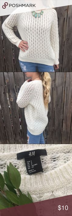 H&M cream knot sweater size S This cozy oversized sweater is warm and adorable! A slight high low style makes it easy to throw on with jeans for a casual day or dress up with a scarf or statement necklace. No stains or snags! H&M Sweaters