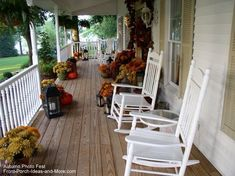 Gorgeous autumn country porch. From Front-Porch-Ideas-And-More.com #autumndecorating #porch