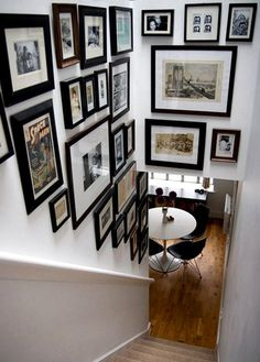 Easy Affordable Stairway Gallery Wall Design Ideas To Try Asap Staircase Wall Decor, Stairway Decorating, Stair Decor, Staircase Design, Picture Wall Staircase, Decorating Ideas, Stair Photo Walls, Decorating High Walls, Staircase Ideas