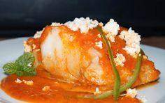 11recetas de bacalao - Es tiempo de Cuaresma y en ese periodo el bacalao es el protagonista. Puedes cocinarlo siguiendo alguna de las fantásticas recetas que ha reunido en este post la autora de LES RECEPTES QUE M'AGRADEN. Fancy Dishes, Fish Dishes, Fish Recipes, Seafood Recipes, Salmon Y Aguacate, Puerto Rican Recipes, Spanish Food, Fish And Seafood, Recipe Collection
