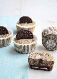 Een goddelijk recept voor oreo cheesecake cupcakes. Deze zijn echt onweerstaanbaar lekker en super makkelijk om te maken.