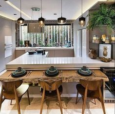 Cozinha pequena que é puro charme!!!!!!!!!!!!!!!!!!!!!! ☕️ #kitchen #cozinha #charme #chic #inspiration #inspire #inspired #inspiracao #inspiracion #interior #interiors #interiores #light #pic #lights #madeira #wood #linda #beautiful #amazing #gorgeous #marmore #marble #granito #top #granite #verde #green #photo #photooftheday