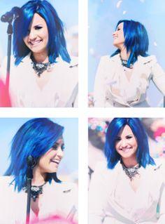 prensese mavi saç çok yakışıyo :)