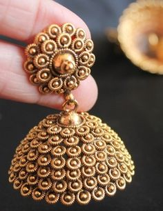 Gold Jewelry 9 Popular Indian Antique Gold Jewellery Designs - Antique Gold jewellery is evergreen and no other models can take its place. Here are the 9 best antic gold jewellery designs for Women and girls. Gold Jhumka Earrings, Indian Jewelry Earrings, Jewelry Design Earrings, Gold Earrings Designs, Gold Jewellery Design, India Jewelry, Antique Earrings, Antique Jewelry, Vintage Jewelry