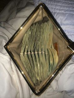 I attract money easily and fast without harm. I am a money magnet. I love money and loves me💵 Mo Money, How To Get Money, Money Girl, Rich Lifestyle, Luxury Lifestyle, Wealthy Lifestyle, Fille Gangsta, Money On My Mind, Money Stacks