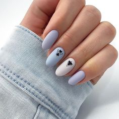 False nails have the advantage of offering a manicure worthy of the most advanced backstage and to hold longer than a simple nail polish. The problem is how to remove them without damaging your nails. Blue And White Nails, Pastel Blue Nails, Nails 2018, Super Nails, Cute Acrylic Nails, Perfect Nails, Stiletto Nails, Simple Nails, Trendy Nails