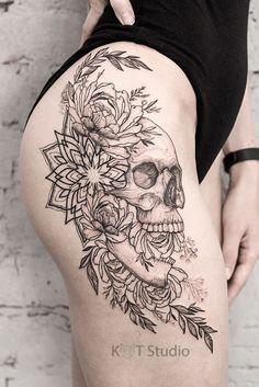 Front Thigh Tattoos, Side Thigh Tattoos Women, Skull Thigh Tattoos, Side Hip Tattoos, Dope Tattoos, Forearm Tattoos, Body Art Tattoos, Girl Tattoos, Tattoos For Women
