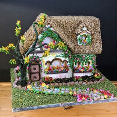 Class dates coming soon casa de cookie Gingerbread House Patterns, Gingerbread House Parties, Christmas Gingerbread House, Gingerbread Cookies, Christmas Cookies, Christmas Crafts, Gingerbread Houses, Cookie Cottage, Cookie House