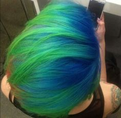 Blue and green ombre dyed hair Men Hair Color, Ombre Hair Color, Cool Hair Color, Short Green Hair, Blue Green Hair, Ombre Green, Frankie Sandford, Vibrant Hair Colors, Colourful Hair