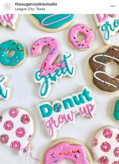 2nd Birthday Party For Girl, Donut Birthday Parties, Donut Party, Birthday Cookies, Birthday Ideas, Frozen Birthday, Twin Birthday, Fondant, Sweet Cookies