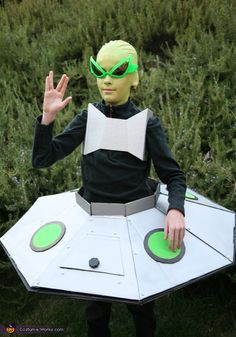 Alien in his Spaceship Costume - 2013 Halloween Costume Contest via @costumeworks