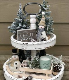 Rustic tiered tray décor ideas would be the perfect way you could decorate your home. Remove the dullness of the various corners of your home and make it elegant with 3 tier stand decorating ideas. Christmas Centerpieces, Xmas Decorations, Rustic Christmas, Christmas Crafts, Natal Diy, Winter Home Decor, Rustic Winter Decor, Seasonal Decor, Holiday Decor