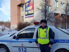 Это инспектор ДПС Андрей Кетов. Он спас семью пенсионеров из горящего дома. Побольше бы таких полицейских, красавчик {{AutoHashTags}}