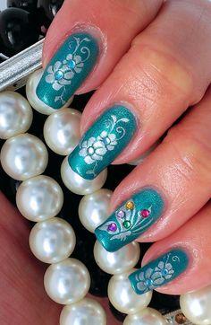 Spring flower manicure - Shellac Hotski to Tchotchke 3 layers