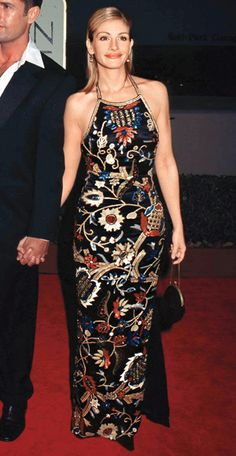 Julia Roberts in a Todd Oldham gown at the  Golden Globe Awards (with Rupert Everett) in 1998.