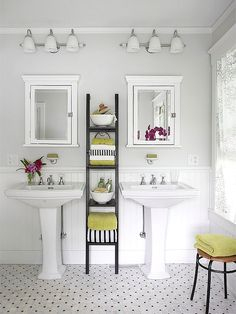 Our easy tips and tricks will help you maximize space in your small bathroom! Choosing the right colors for your cabinets, walls, and tile will help open up the space along with picking out a vertical bathroom storage and a pedestal sink. Home Interior, Bathroom Interior, Modern Bathroom, Master Bathroom, Bathroom Small, Basement Bathroom, Interior Design, White Bathrooms, Bungalow Bathroom