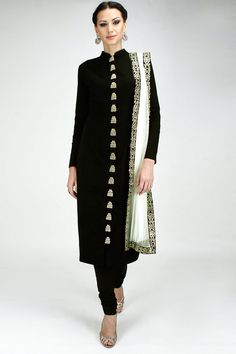 Black zardosi embroidered straight kurta set available only at Pernia's Pop-Up Shop. More on the professional side. India Fashion, Ethnic Fashion, Asian Fashion, Fashion Black, Indian Attire, Indian Ethnic Wear, Pakistani Outfits, Indian Outfits, Indie Mode