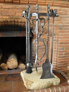 Hand forged dragons head 4 piece companion set for your fireplace from Roy Abbott, Artist Blacksmith, Shropshire, UK. Blacksmith Workshop, Blacksmith Forge, Blacksmith Projects, Fireplace Set, Fireplace Tools, Fire Pit Tools, Range Buche, Welded Metal Projects, Welding And Fabrication