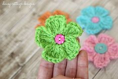 how to crochet a daisy by Daisy Cottage Designs ✿Teresa Restegui http://www.pinterest.com/teretegui/✿