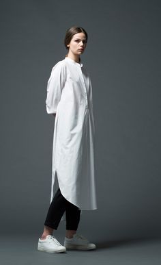 White Fashion, Work Fashion, Hijab Fashion, Fashion Outfits, Womens Fashion, Long White Shirt, Long Shirt Dress, Fashion Designer, All Black Outfit