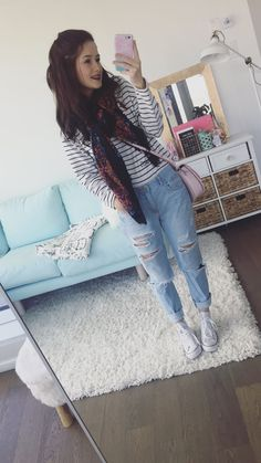 Discover recipes, home ideas, style inspiration and other ideas to try. Emma Verde, Ripped Jeans, All Star, Youtubers, Ootd, Street Style, Style Inspiration, Number 2, Casual